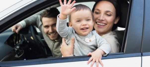 parents-baby-drive_13339-169776