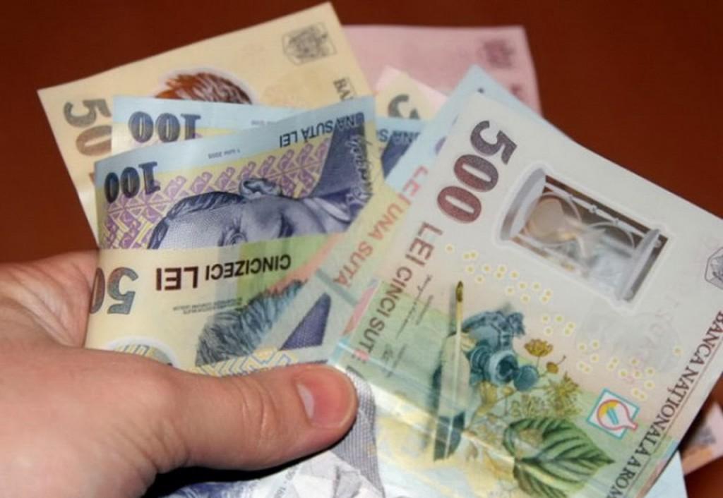 bani-romanesti-imagini-cu-banipoze-cu-bancnote-lei-noi-RON-teanc-moneda-nationala-bani-cost-pret-valoare-50-plata-afaceri-vanzare-cumparare-tranzactie-economie100-lei-1-14